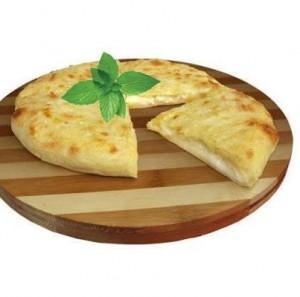 Kachapuri-Focaccia georgiana con formaggio tipico
